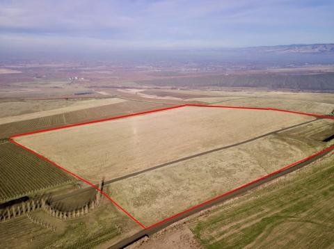 "<img src=""SeVein-Project-potentila-vineyard-development-walla-walla-ava-sale-in-washington-state-vineyards-farms-pacific-northwest-walla-walla-farmground-property-farmland.jpg""title=""Property for sale in SeVein Development premium land for vineyards""alt=""vineyards for sale in washington state winery wineries for sale walla walla property pacific northwest"">"